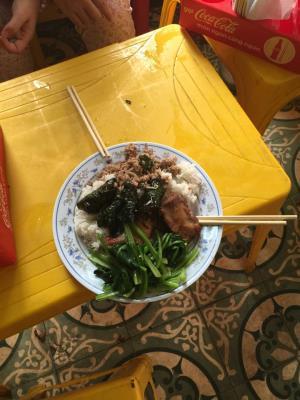 Quán cơm chặt chém tại Số 2 Ngõ 4 Phương Mai