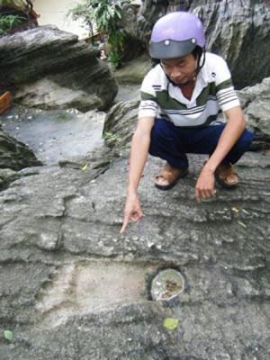 Bí ẩn: Những dấu chân khổng lồ ở Bình Dương