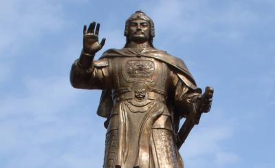 Quang trung và Nguyễn Huệ có phải là hai anh em