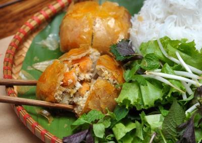 Quán ẩm thực Hải Phòng gây ấn tượng mạnh với người Hà Nội