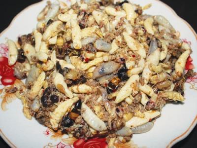 """Món gỏi nhộng ong U Minh  """"đệ nhất"""" món ngon của Cà Mau"""