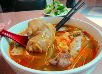 12 món ăn ngon Việt Nam trong mắt khách Tây