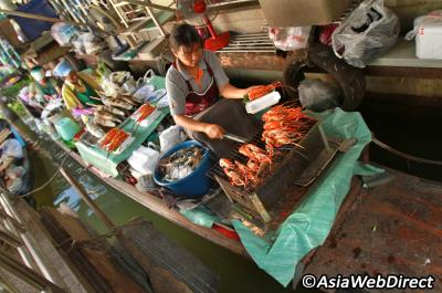 Vè đẹp huyền thoại của những khu chợ nổi ở Bangkok
