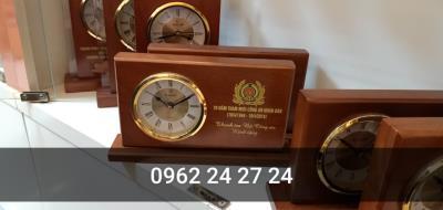 chỗ bán đồng hồ để bàn quà tặng kỷ niệm, bán đồng hồ làm quà tặng đại hội