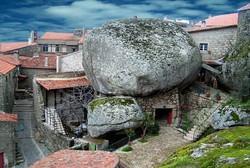 """Chiêm ngưỡng vẻ đẹp của ngôi làng """"cổ kẹp trong đá"""""""