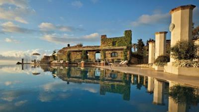 Bể bơi khách sạn chất nhất quả đất!