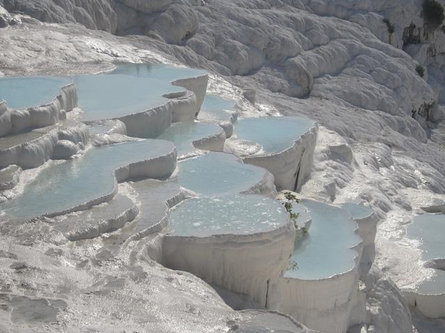 Top 10 suối nước nóng đẹp nhất trên thế giới, bạn đã biết?