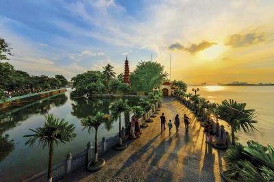 Chiêm ngưỡng vẻ cổ kính của các chùa quanh Hồ Tây