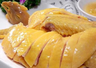Cách luộc gà da giòn và vàng đẹp