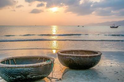 Romantic beauty of Nha Trang beach city!