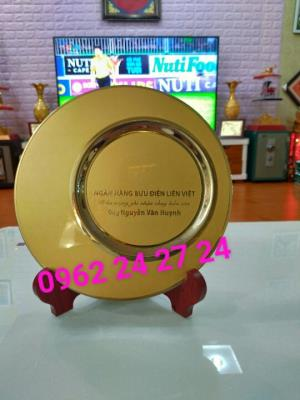 sản xuất đĩa quà tặng giá chỉ từ 300k, đĩa vàng bạc đồng