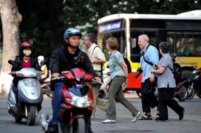 """7 điều du khách nước ngoài thường """"lận lưng"""" trước khi đến Việt Nam"""