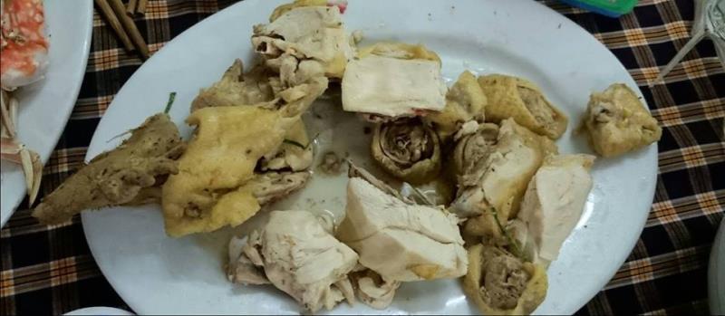 """Bị chém 600 ngàn một dĩa thịt gà, khách du lịch tuyên bố chia tay """"máy chém"""" Sầm Sơn!"""